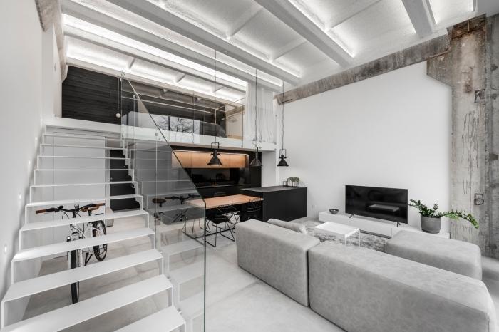 idée deco murale industrielle à effet béton, modèle de plafond blanc avec poutres repeintes et ruban led intérieur