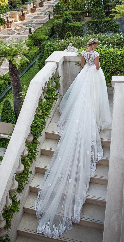 Extremement longue traine, robe de mariage princesse, mode et beauté pour les jeunes mariées, chignon et tresse