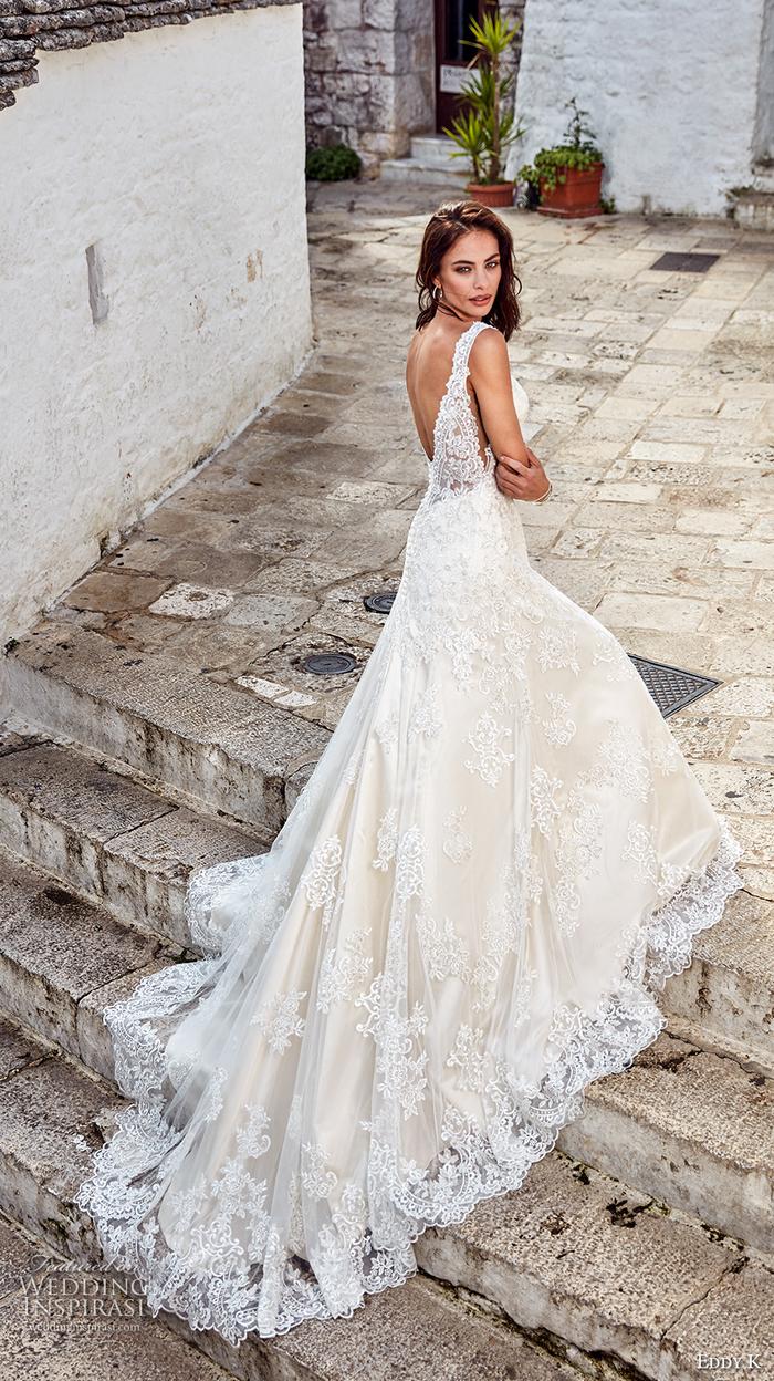 Traine robe de mariee de princesse dentelle vintage style, mariage conte de fées en robe longue blanche