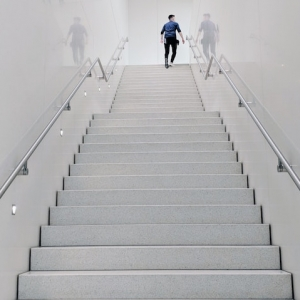 La rambarde d'escalier, le design de la sécurité