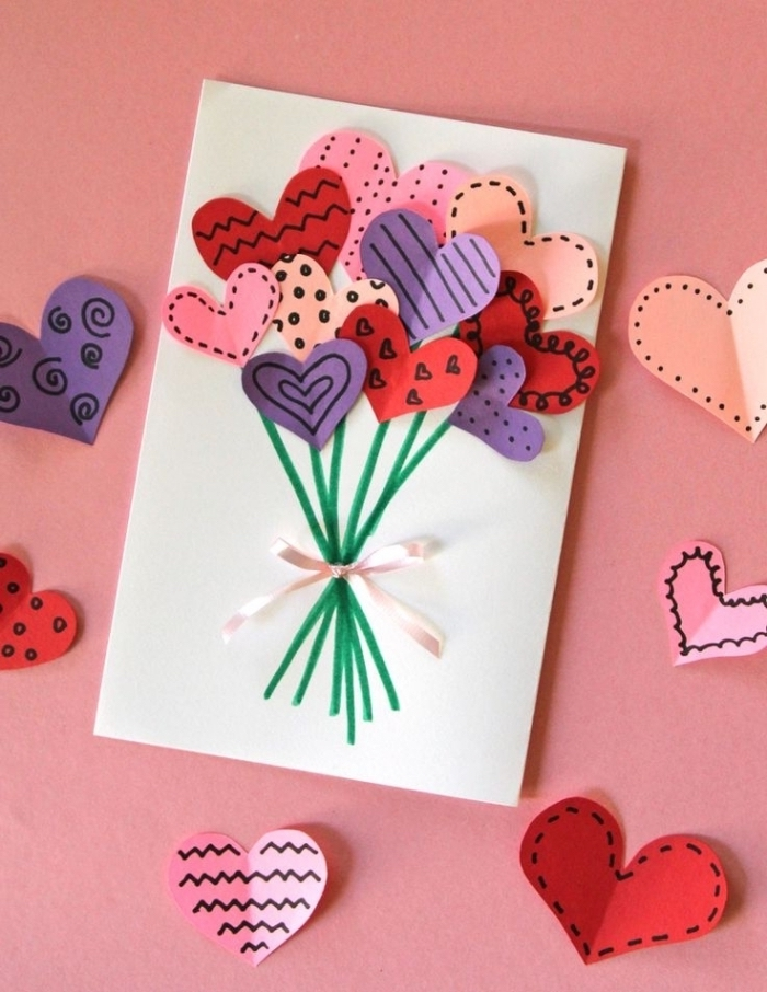 carte anniversaire petite fille avec face décorée de petits coeurs en papier de couleur façon bouquet de ballons
