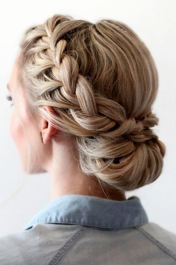 chignon bas de mariage avec tresse de côté, modele de coiffure femme de soirée élégante