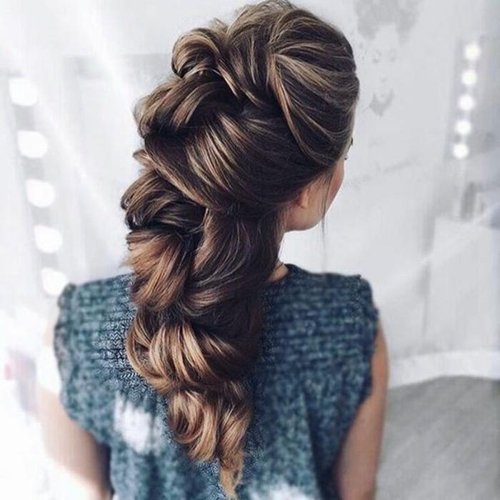 faire une fausse tresse sur cheveux longs en volume, idée de coiffure mariage femme originale pour la mariée
