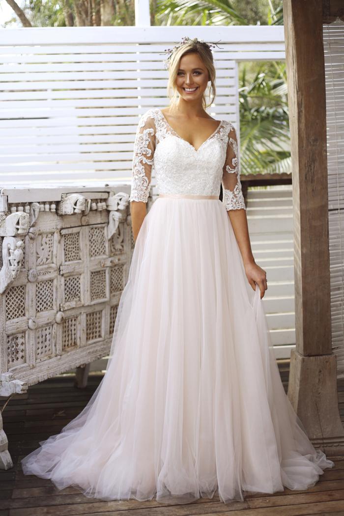 Princesse robe de mariée bohème chic, magasin robe de mariée inspiration en ligne, jupe rose pale et top blanche dentelle