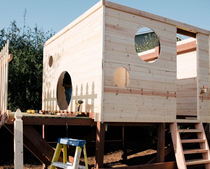 comment faire une cabane de jardin enfant, modèle de maison pour jeux d'enfant extérieure à faire soi-même