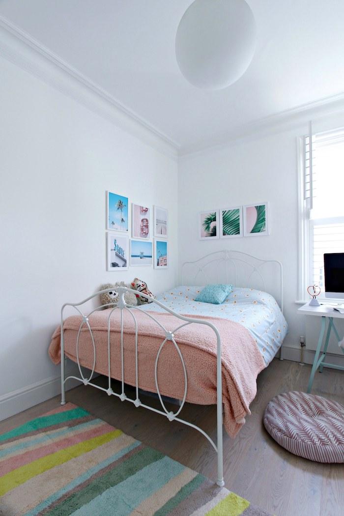 Lit en fer blanc, coin bureau scandinave, tapis coloré, lit avec rangement, minimaliste déco intérieur design idée originale
