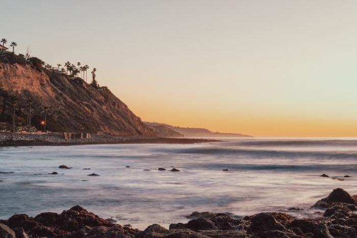 photo paysage naturel au bord de la mer, idée photo au lever du soleil magnifique, exemple fond d écran gratuit pour ordinateur