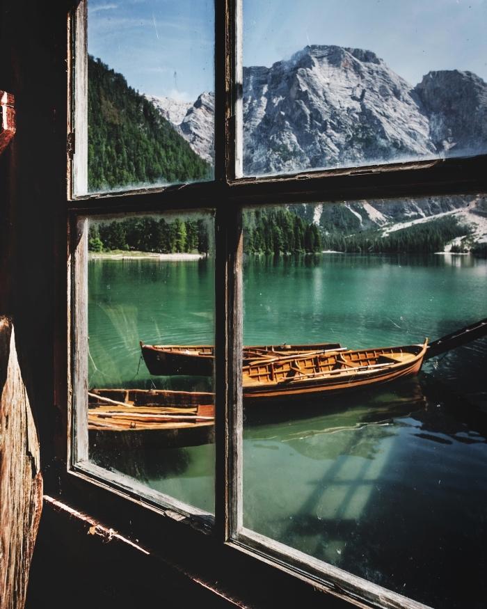 idée wallpaper incroyable avec photo de la nature, photographie impressionnante cadre au bord d'un lac dans les montagnes