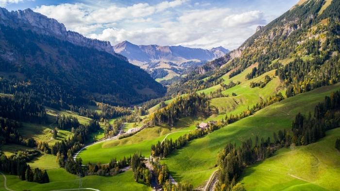 comment prendre de photos incroyables avec drône, exemple fon decran avec paysage naturel du printemps