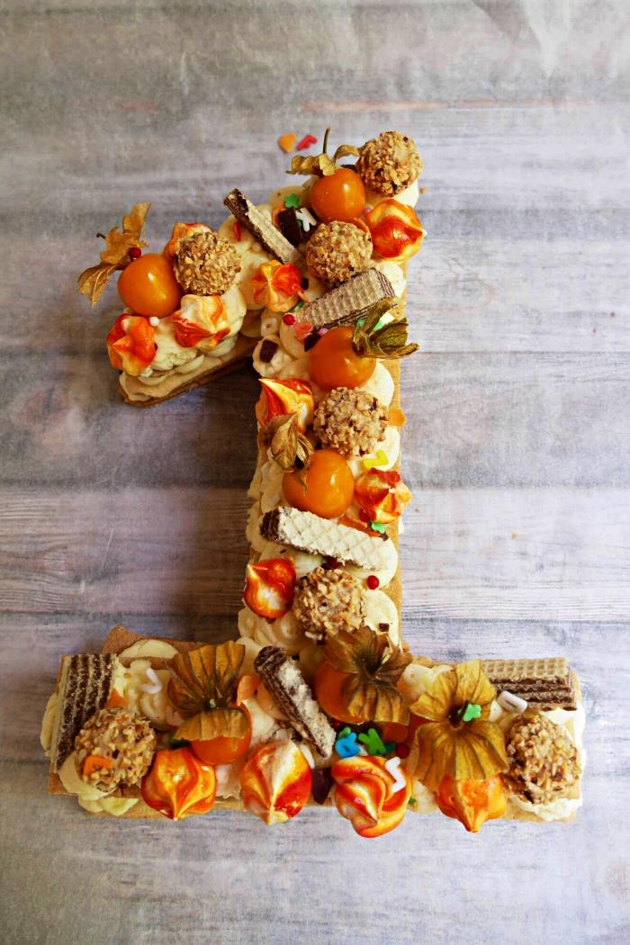 idée originale pour un gateau anniversaire 1 ans au kaki, crème beurre, boules de noix de coco et mini-gaufrettes