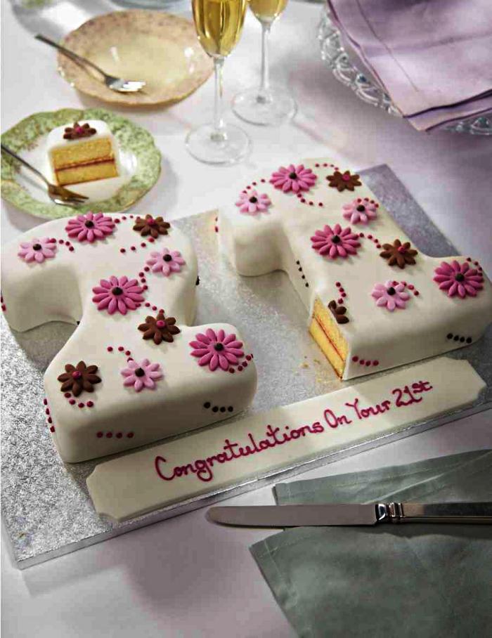 gateau anniversaire simple et beau en forme de chiffre, recouvert de pâte à sucre, gâteau chiffre sur base de gén