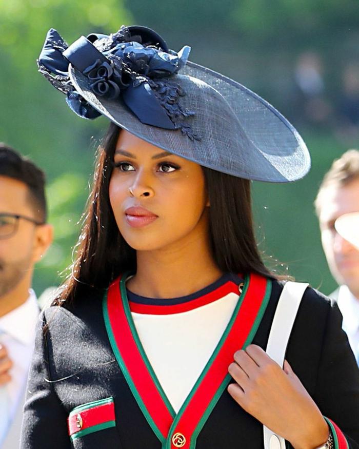 chapeau mariage bleu, tenue femme mariage originale, accessoire cheveux ceremonie