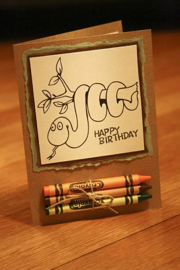 carte anniversaire enfant avec coloriage serpent et des crayons, carte de voeux personnalisée à faire soi même