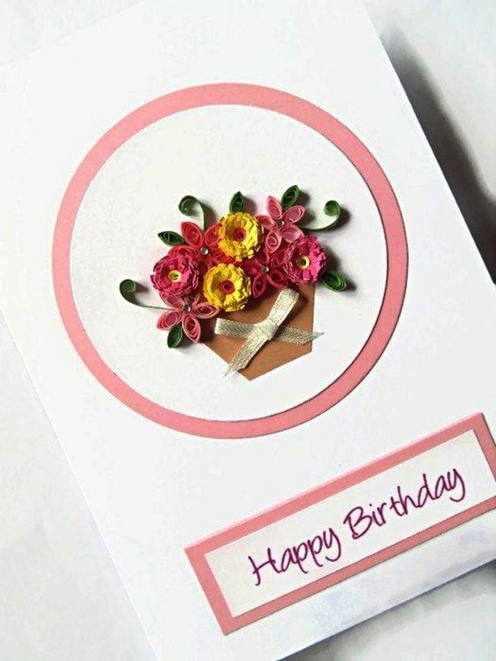 idée de carte anniversaire maman décorée de bouquet de fleurs en quilling accompagnée d'une inscription manuscrit