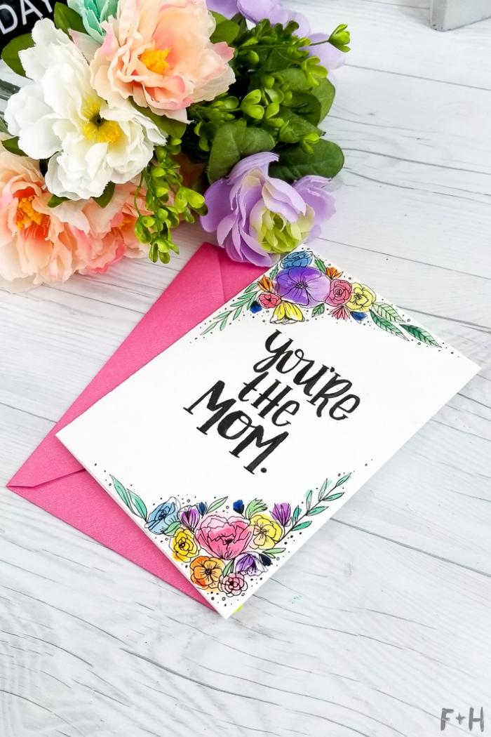 modèle de carte anniversaire maman personnalisée avec un joli dessin de composition florale à l'aquarelle