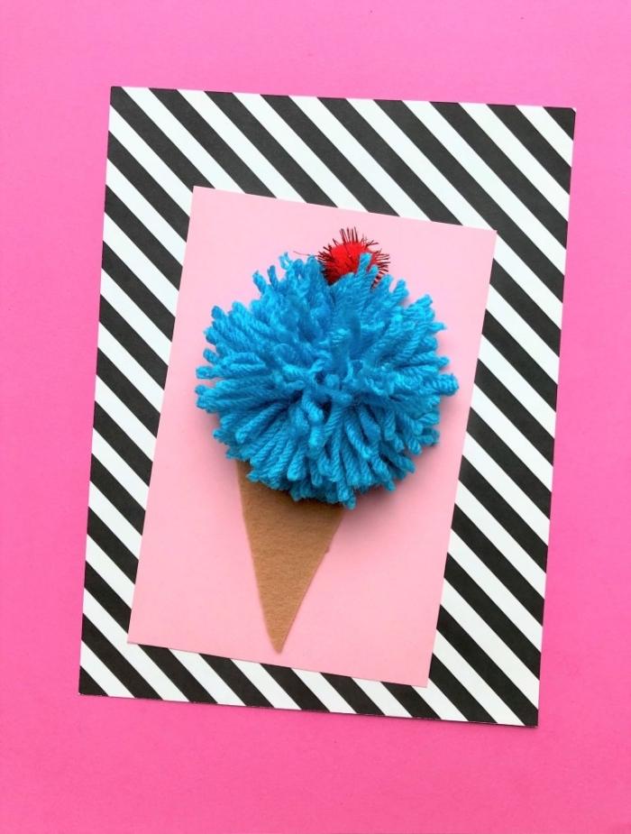 carte d'invitation anniversaire personnalisée en papier rose, décorée d'un cornet de glace en feutre et en laine
