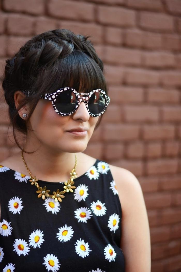 idée de coiffure bohème chic avec couronne de tresses et frange droite accessoirisée avec une paire de lunettes de soleil en noir et blanc