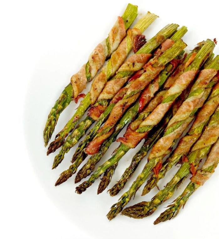 asperges enveloppées de tranches de lardons ou prosciutto, idee accompagnement cetogene, menu pour maigrir
