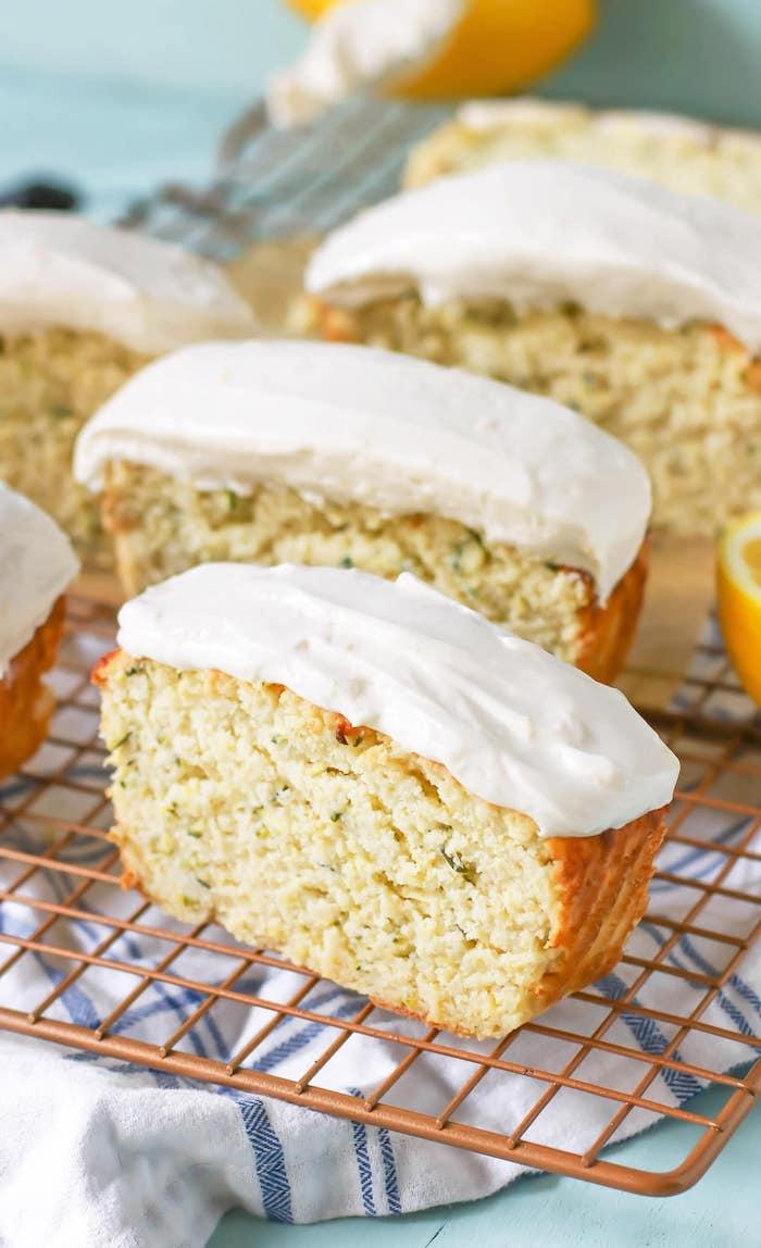 pain aux courgettes avec de la farine de coco et courgettes, régime minceur recette de dessert sain