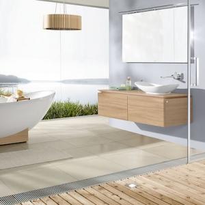 La salle de bain en bois et blanc - les tendances de 2021