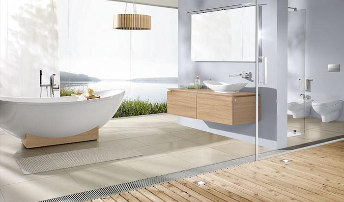 La vue de la salle de bain peut être magnifique comme celle ci, salle de bain blanche, actualités chez l'intérieur maison ou appartement, lustre bois