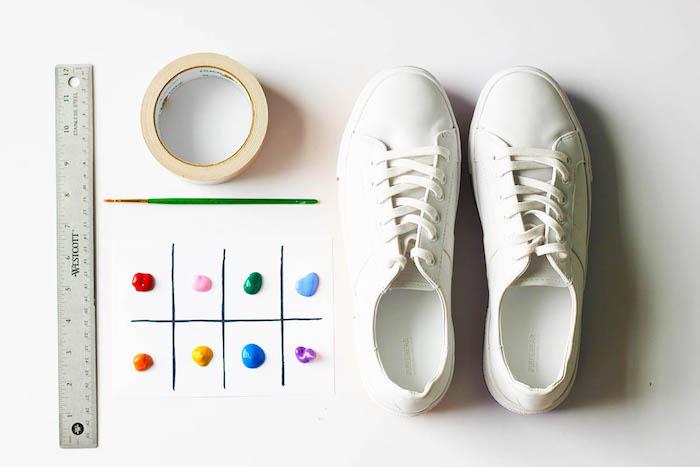 cadeau original pour sa meilleure amie, comment personnaliser des baskets blanches avec des peintures textile