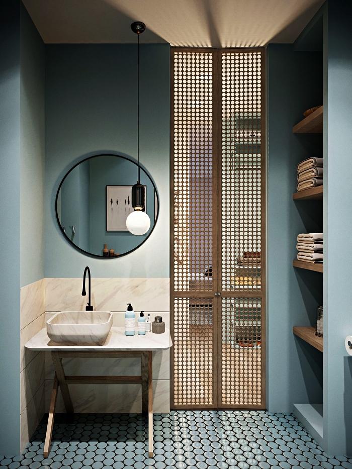 ambiance apaisante dans une salle de bain zen en bleu gris avec crédence imitation pierre naturelle et cloison en bois légère