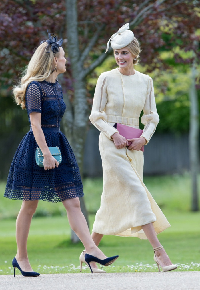 robe bleue mi-longue, robe longue vintage, bibi mariage blanc, cheveux blonds, bibi bleu
