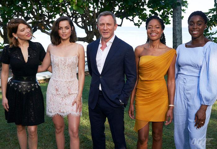 Daniel Craig entouré du casting de James Bond 25, qui sera sa dernière aventure dans le costume de 007