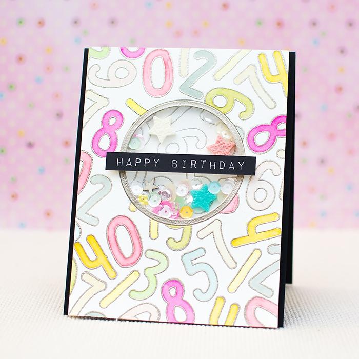 carte d'anniversaire fille avec fenêtre décorée de petits sequins à secouer et des dessins de chiffres en tons pastel, modèle de carte à secouer à offrir pour un anniversaire