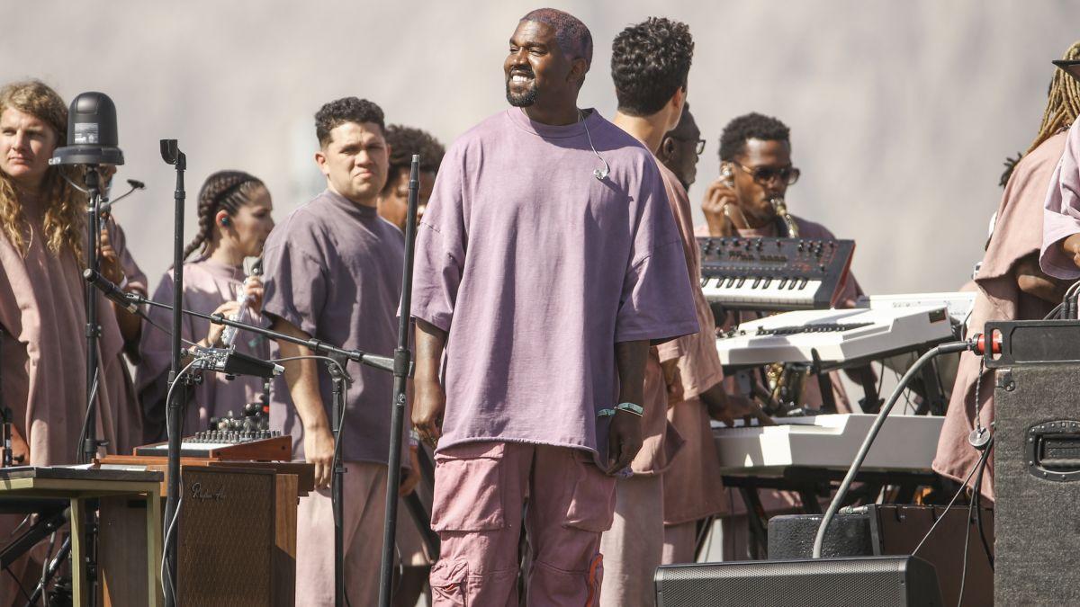 photo du concert de Kanye West à Coachella réalisé sous forme de messe dominicale pascale