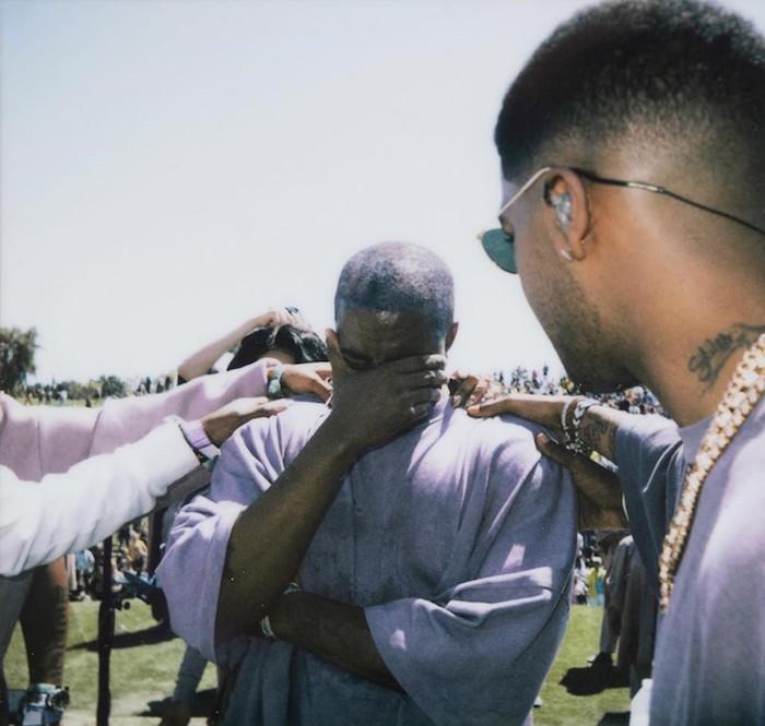 Kanye West a mis en vente du merchandising d'inspiration religieuse lors de son live à Coachella