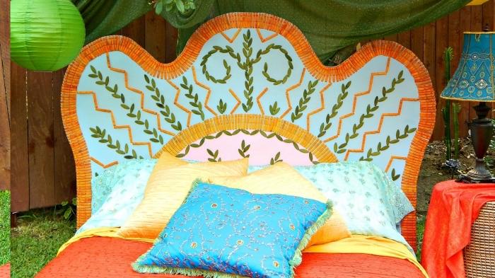 fabriquer une tête de lit en carton, idée décoration chambre fille avec objets diy, modèle de tete de lit fait maison