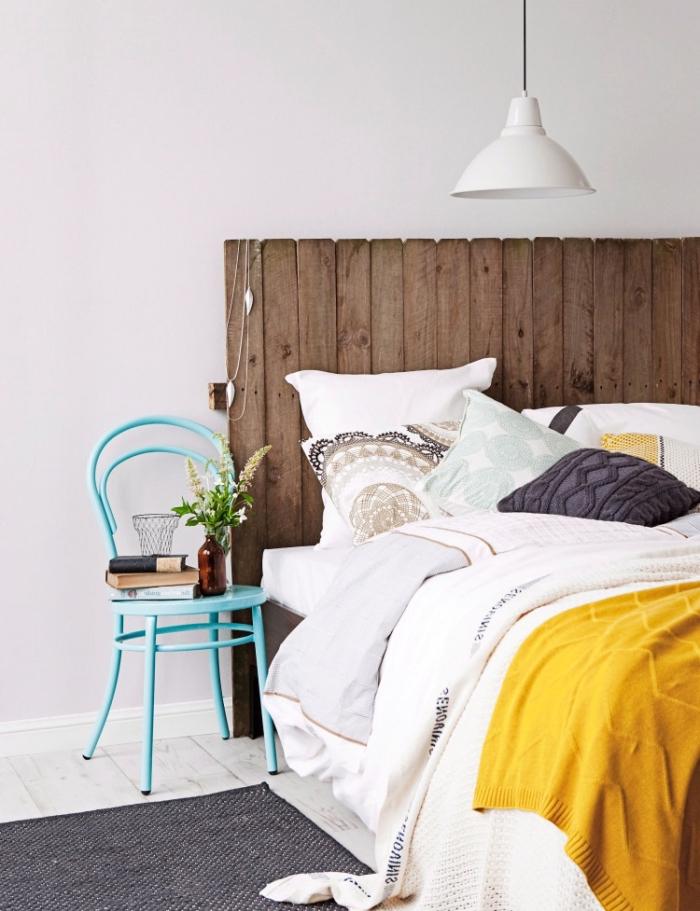 comment relooker une chaise avec peinture pastel, tete de lit palette facile à réaliser soi-même, déco chambre à coucher