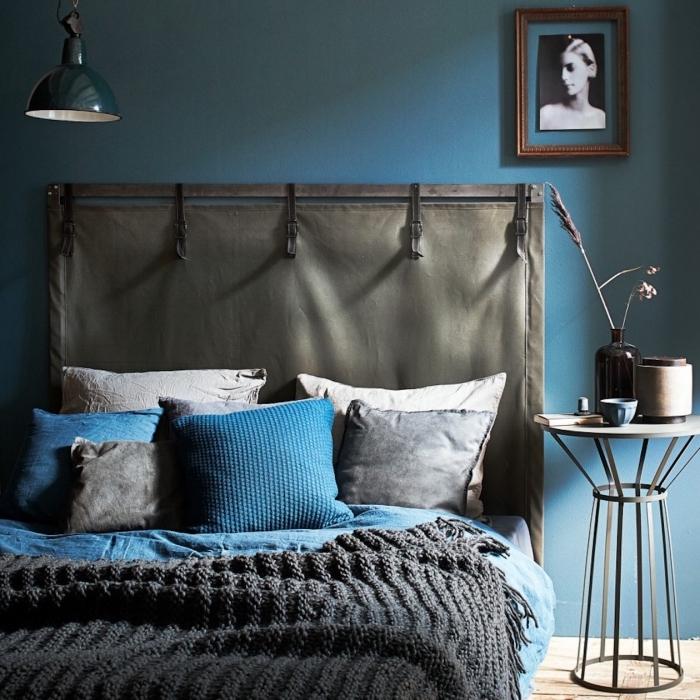 quelle peinture pour une chambre moderne, idée pour fabriquer une tete de lit en tissu, déco chambre gris et bleu