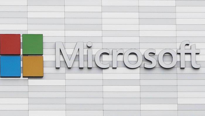 photo d'une devanture Microsoft pour article sur le développement des écouteurs sans fil Surface Buds