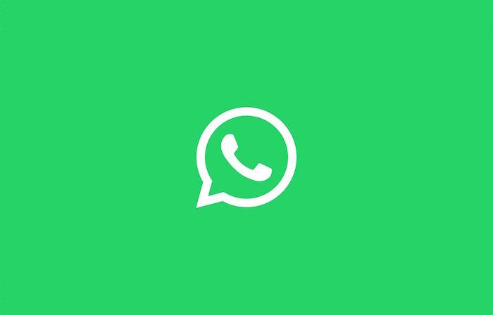 logo de WhatsApp sur fond vert pour article sur la nouvelle option de filtrage pour messages groupés