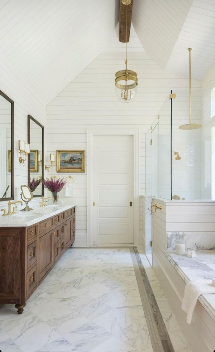 Marbre et bois design meuble sous vasque salle de bain, la plus belle salle de bains du monde, lustre ronde original au style vintage