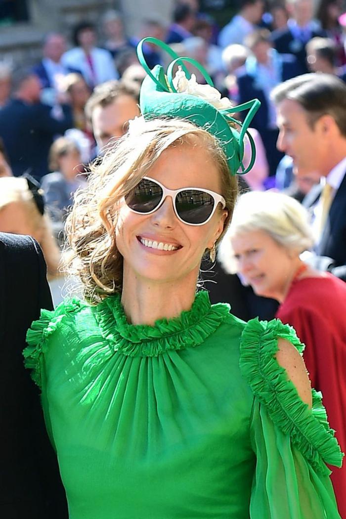 chapeau bibi vert, lunettes de soleil blancs, roe verte, chapeau de cérémonie