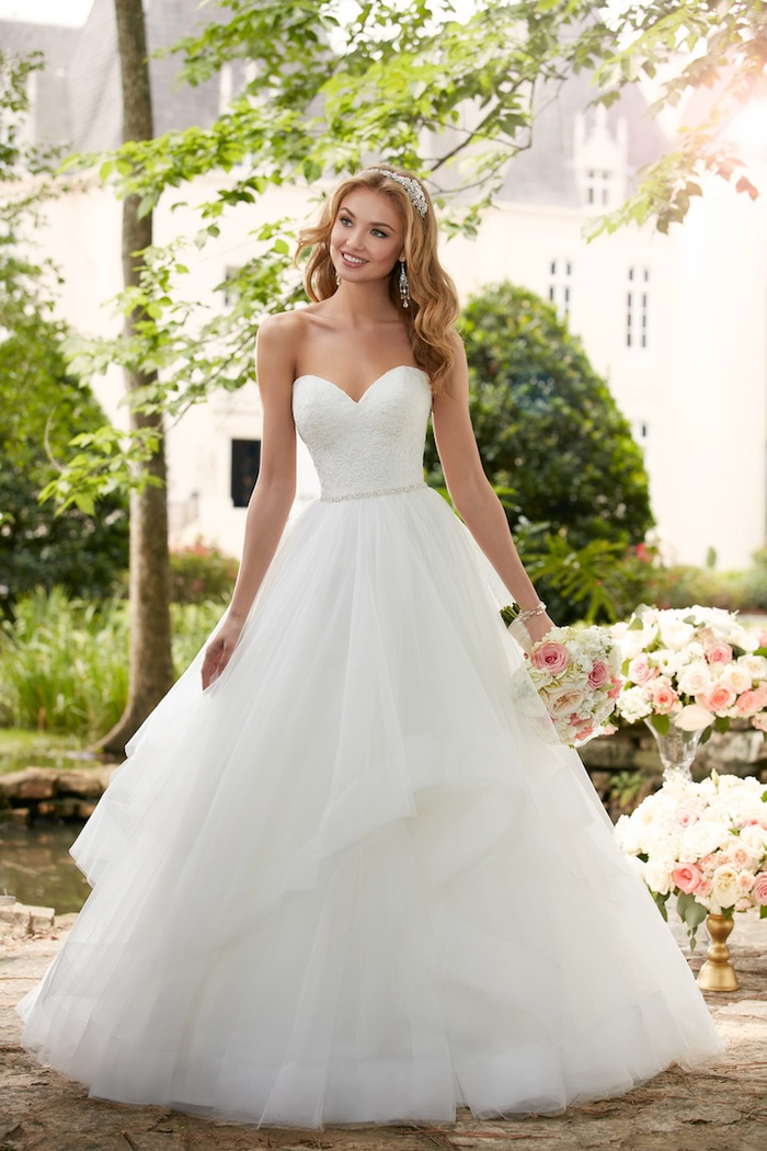 Robe de mariée bustier romantique coupe princesse, idée modèle de robe de mariée tulle