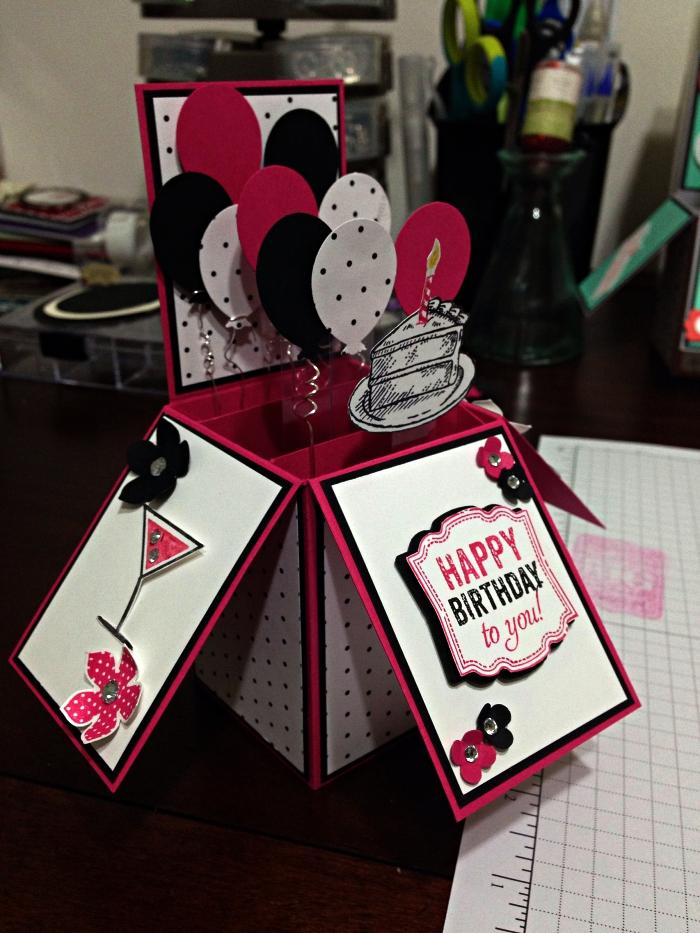 carte anniversaire originale en forme de boîte à surprises avec ballon, boîte à explosion personnalisée à offrir pour un anniversaire
