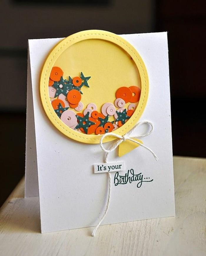 jolie carte fête d'anniversaire à secouer décorée d'un ballon jaune rempli de sequins, modèle de shaker card d'anniversaire