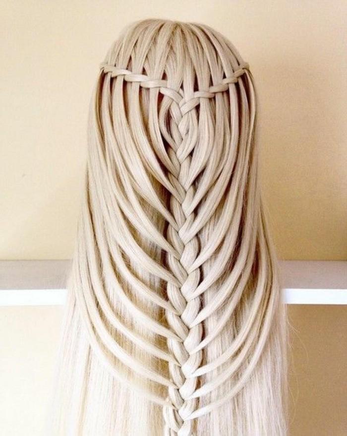 faire une tresse originale en cascade et tresse au milieu, cheveux lisses idée de technique tresse originale
