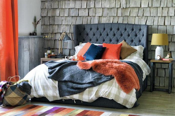 Simple chambre avec beaucoup de coussins sur le lit, couleurs pastels pour le tapis et le linge, ranger sa chambre, astuce rangement chambre joliment décorée