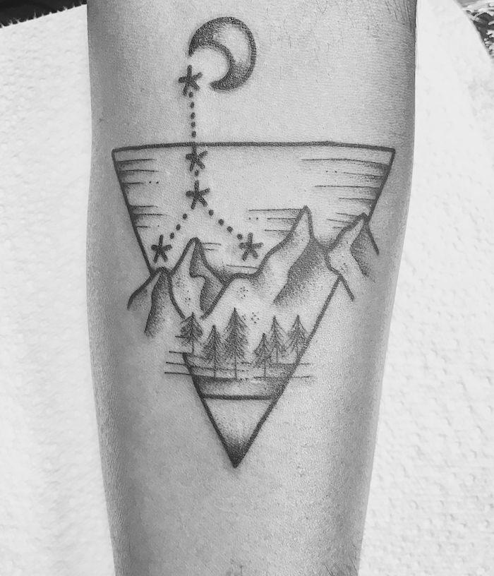 Original design tatouage swag paysage triangle noir et blanc, modele tatouage, dessin simple et très beau