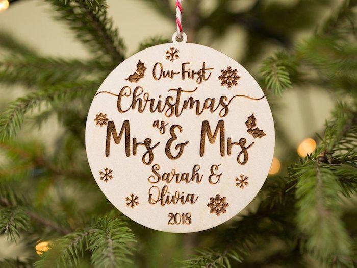 Ornament pour le sapin de Noel, quoi offrir pour un mariage, idée cadeau pour mariage utile, trouver un cadeau cool