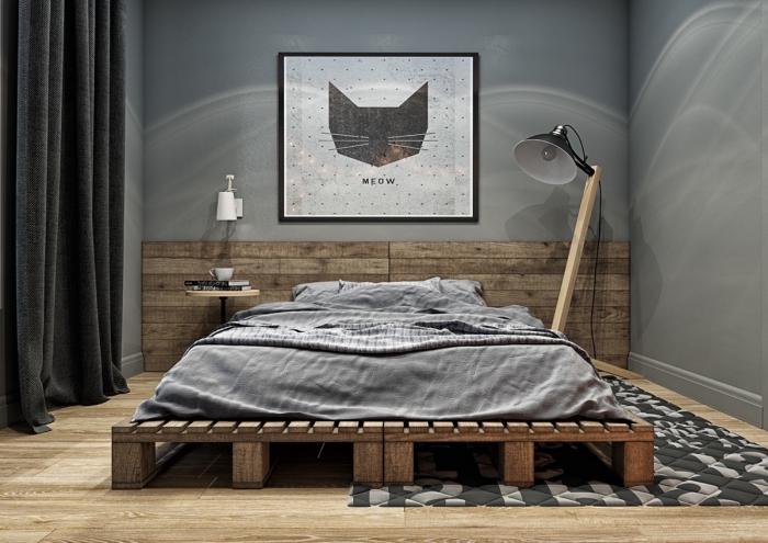exemple de chambre style industriel aux murs gris et parquet bois, rideaux longs en gris anthracite pour chambre adulte