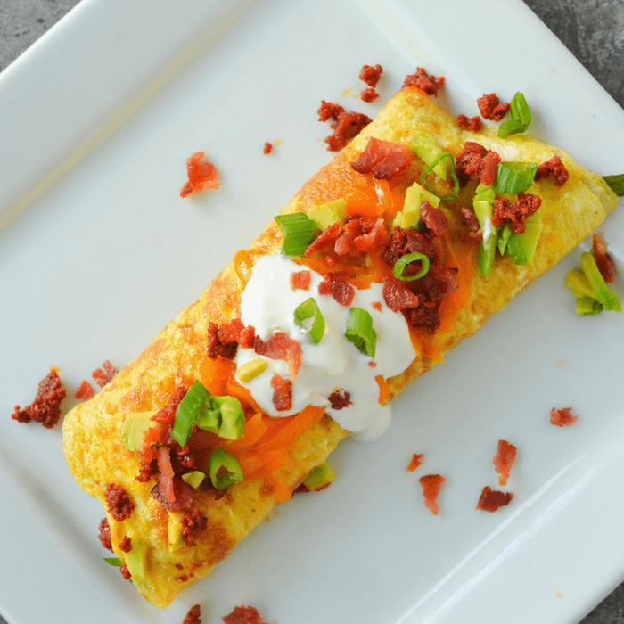 recette d omelette cetogene avec chorizo, nappé de carotte et crème fraiche, petit dejeuner keto, repas pour maigrir