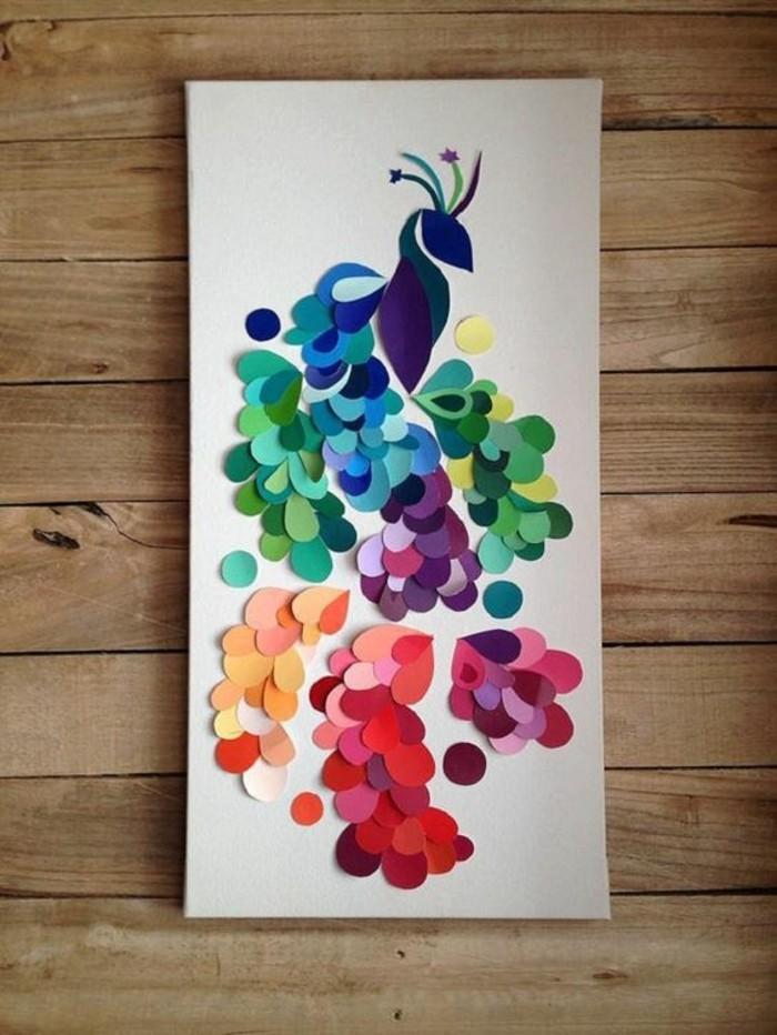 paon multicolore en papier sur panneau blanc, image à faire soi-même avec découpes de papier