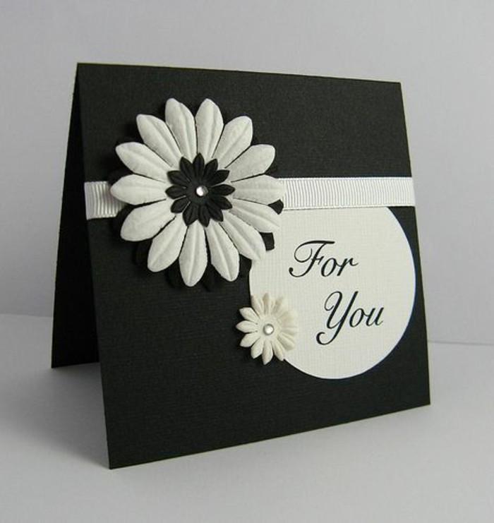 jolie carte anniversaire femme en noir et blanc décorée de fleurs en 3d, carte de voeux 3d à faire soi même